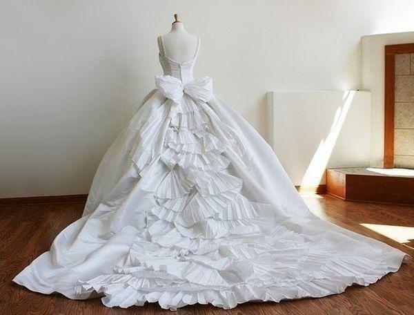 Под Волгоградом экс-супруга уничтожила свадебное платье соперницы