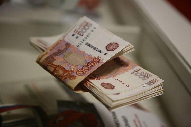 Двое волгоградцев продали чужой автокран за 1,6 млн рублей