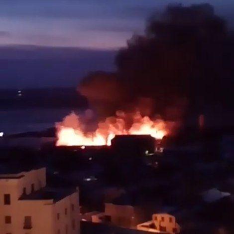 В Волгограде загорелся склад с бытовой химией и канцтоварами