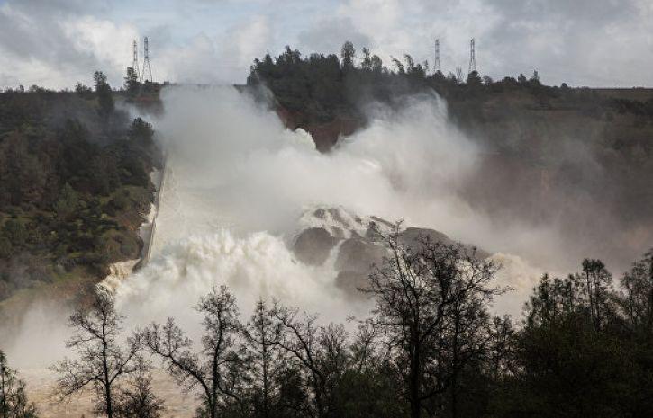 В Калифорнии прорвало плотину Оровилл