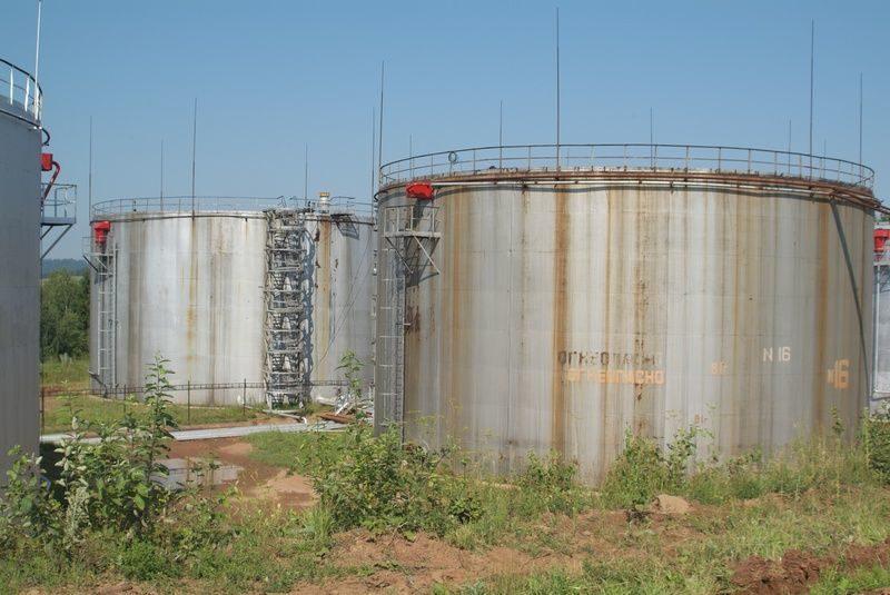 В Волжском проводят проверку по факту взрыва резервуара с нефтью