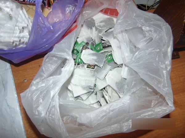 В колонию пытались пронести наркотики в чайном пакетике