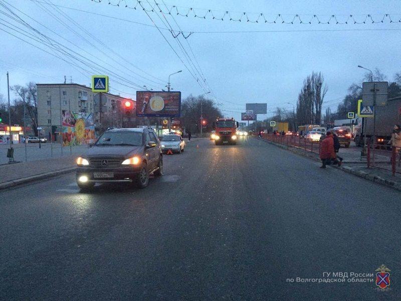 В Волгограде «Мерседес» сбил школьника на пешеходном переходе