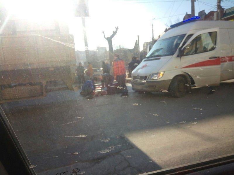 В Ворошиловском районе грузовик задавил женщину