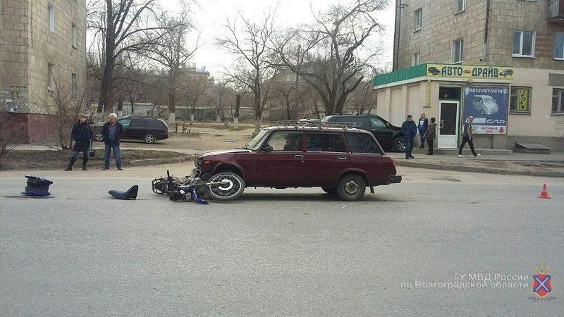В Волгограде сбили подростков на мотоцикле