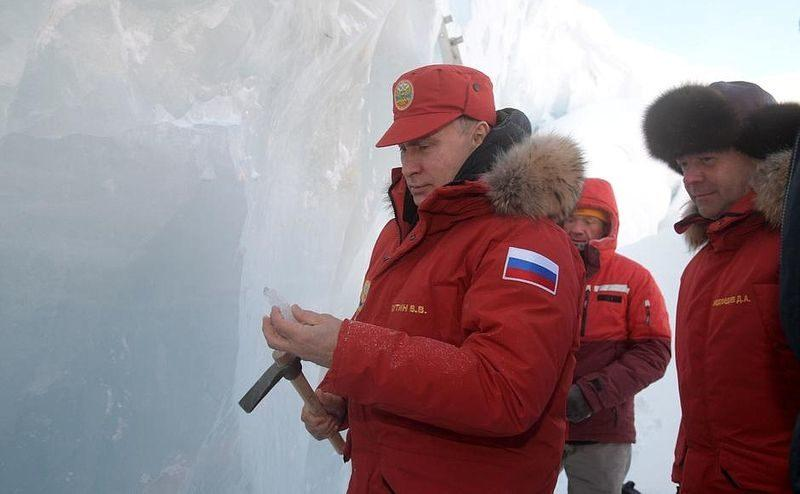 Владимир Путин и Дмитрий Медведев посетили Землю Франца-Иосифа