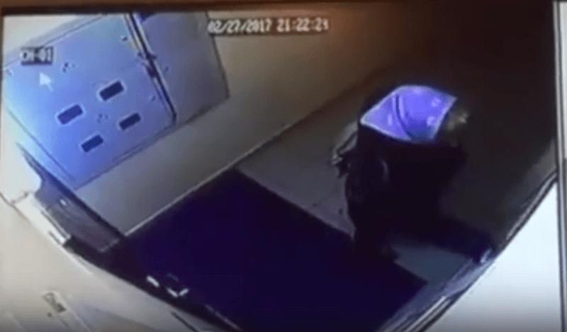 В Волгограде по подъездам разгуливает подозрительная женщина