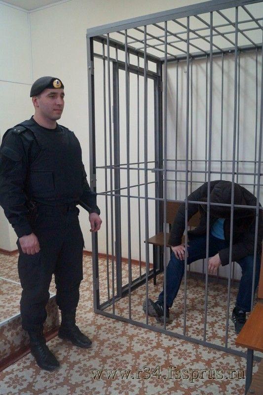 Буйный должник получил наказание за избиение судебных приставов