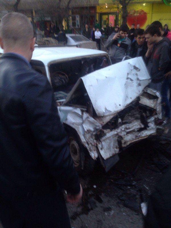 На проспекте Ленина две машины столкнулись лоб в лоб