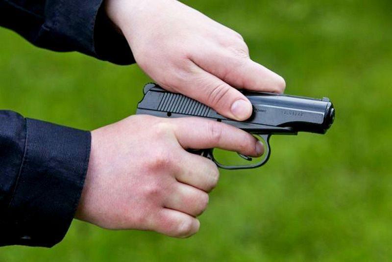 Стрелял в полицейского, ранил водителя иномарки