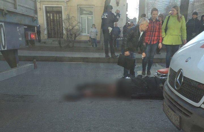 В Ворошиловском районе грузовик задавил женщину. ВИДЕО