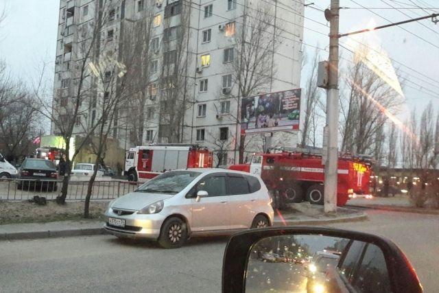 В Дзержинском районе при пожаре в доме эвакуировали 22 человека