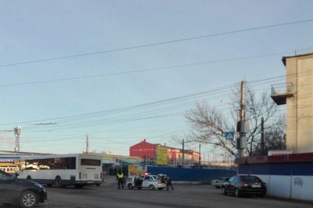 В Волгограде из-за пожара перекрыли улицу Шурухина