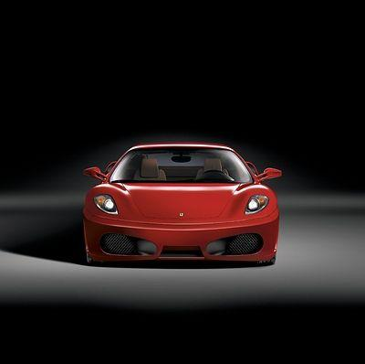 СМИ: Двух сотрудниц Сбербанка задержали при покупке Ferrari на украденные деньги
