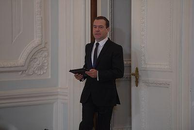 Подарок женщинам страны от премьера Дмитрия Медведева