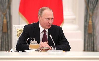 Президент России поздравил женщин с 8 Марта стихами Бальмонта