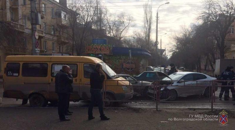 На севере Волгограда произошло массовое ДТП: есть пострадавшие
