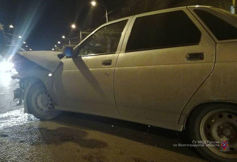 На севере Волгограда произошло массовое ДТП: трое пострадавших