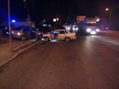 В Волгограде ночью при столкновении автомобилей пострадала пассажирка «пятнадцатой»