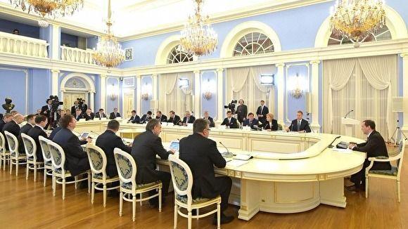 Ставьте себе будильник в разные места: Медведев отчитал главу Минсельхоза РФ за опоздание