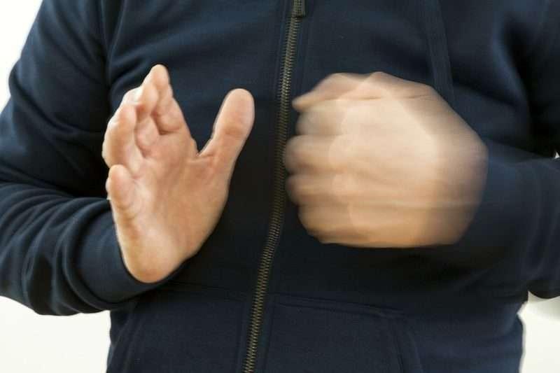 Волгоградец избил малолетних детей своей сожительницы