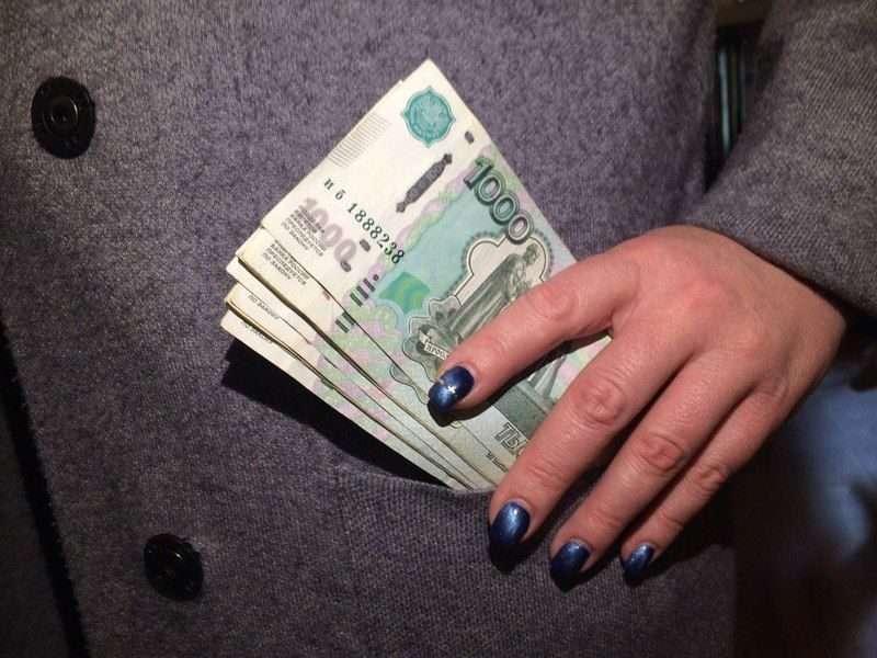Волгоградец лишился сбережений после застолья с любовницей