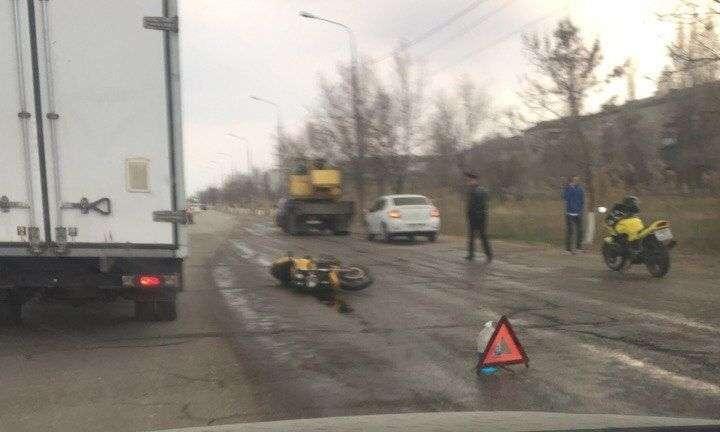 В Волгограде грузовик насмерть задавил мотоциклиста