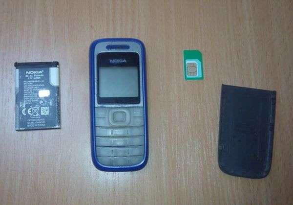 Работающий на территории СИЗО строитель пытался пронести в учреждение телефон и сим-карту