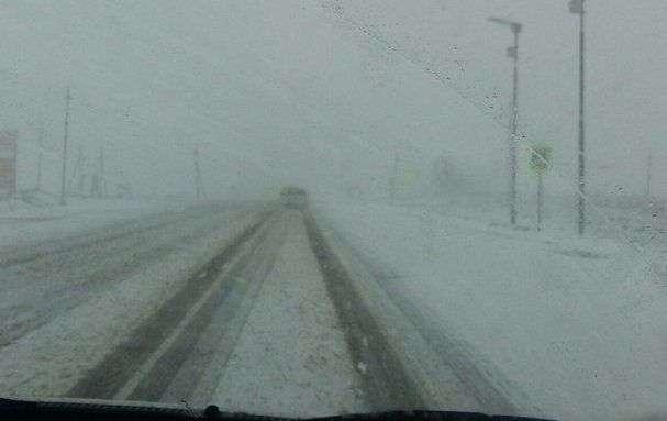 В Новоаннинском районе трассу занесло снегом