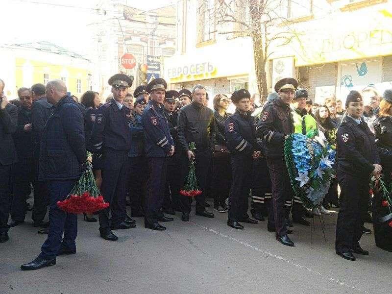 http://volgasib.ru/skandali-4p/36273-prichastnye-k-ubijstvu-policzejskix-v-astraxani-likvidirovany.html
