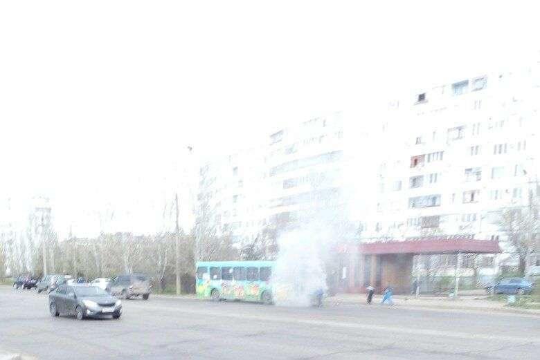 В Волжском на ходу загорелся автобус