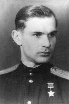 Вандалы надругались над могилами Героев Советского Союза на Ваганьковском кладбище