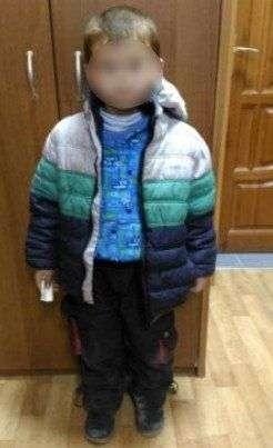 Полиция разыскивает мать обнаруженного на улице 5-летнего ребенка
