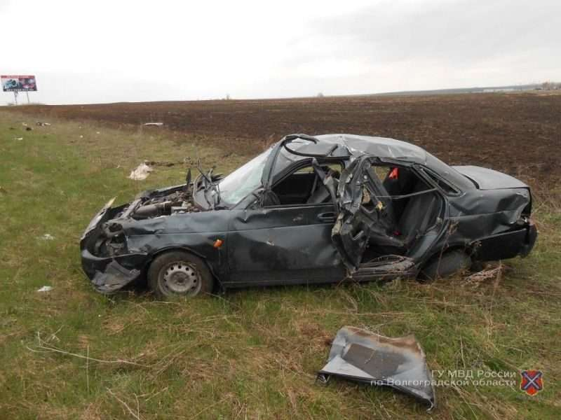 В Урюпинском районе 24-летний водитель без прав погиб после опрокидывания в кювет