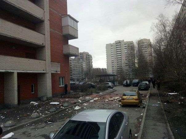 В жилом доме на востоке Петербурга прогремел взрыв