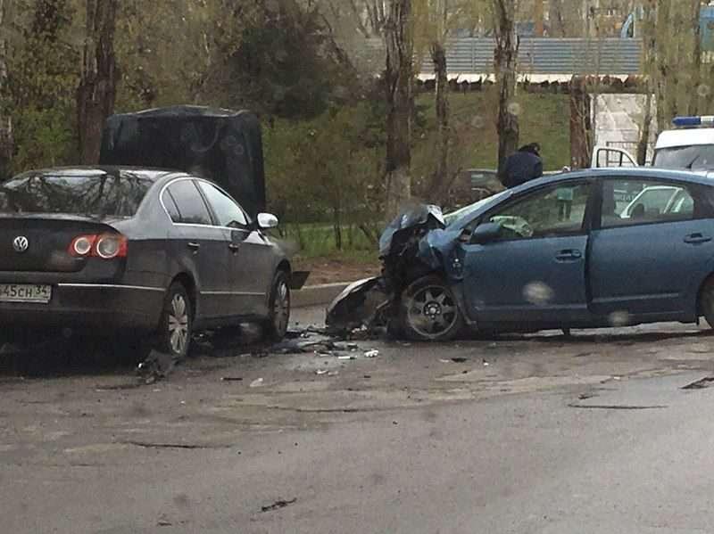 В Волгограде в лобовом столкновении иномарок пострадал ребенок