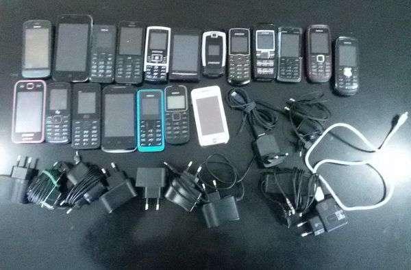 Житель Суровикино попытался перебросить в колонию 30 телефонов