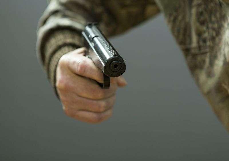 Под Волгоградом грабитель ворвался в закусочную с пистолетом