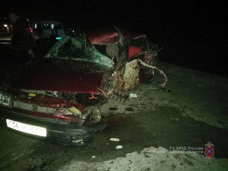 Под Волгоградом при столкновении с фурой погиб водитель иномарки