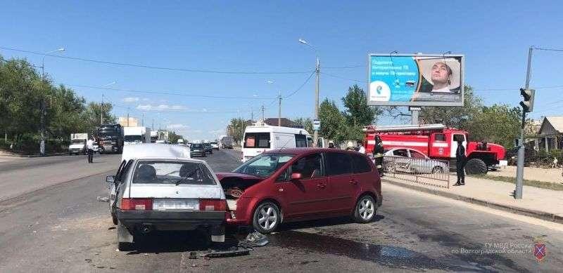 В Волгограде в ДТП с участием четырех автомобилей пострадал ребенок