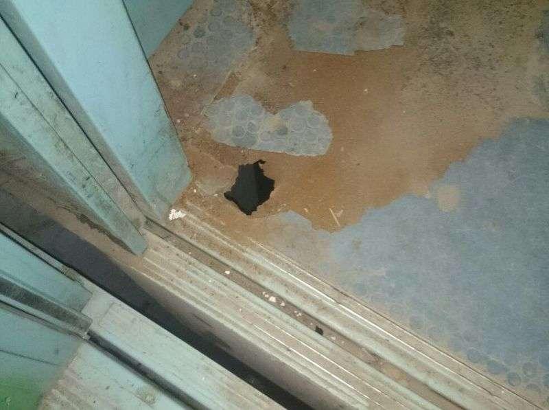 В Волгограде жители дома по улице Еременко рискуют жизнью, заходя в лифт