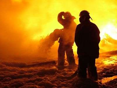 В Волжском ночью пироманы сожгли три дорогие иномарки