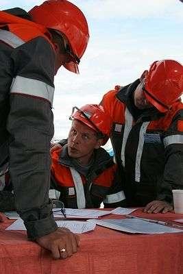 В Дзержинском районе бригада рабочих повредила газопровод