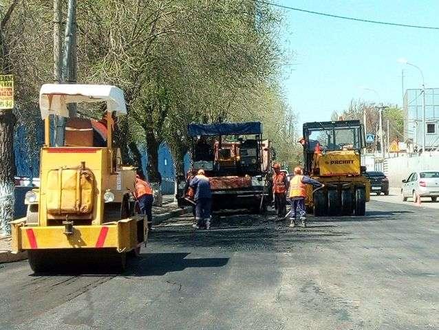 В Волгограде дорожники ремонтируют улицу Кубанскую