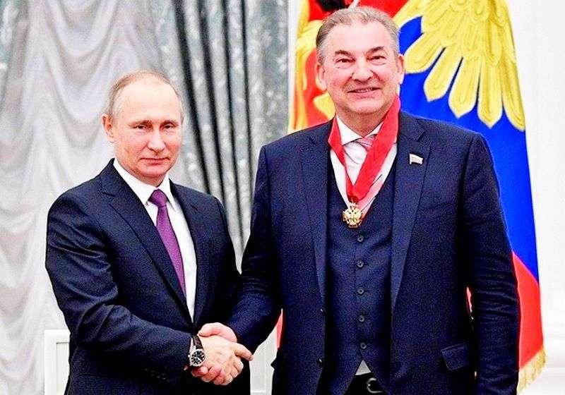 Президент России вручил орден Владиславу Третьяку