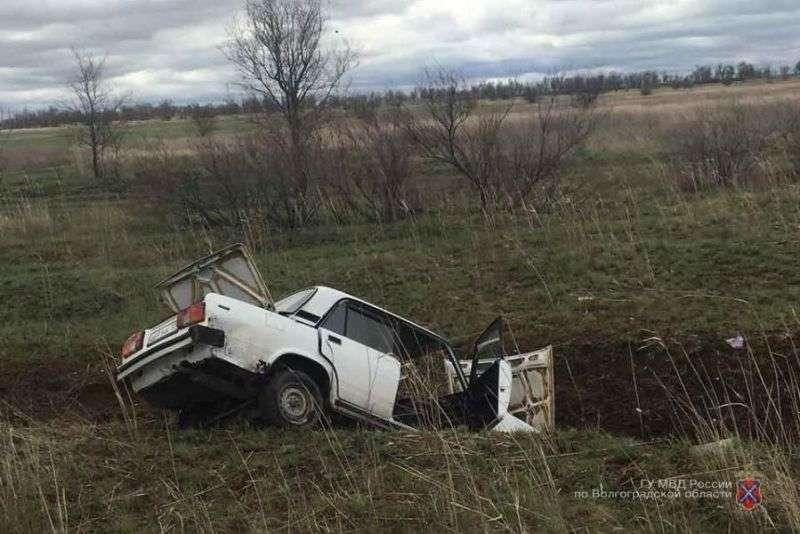 Под Волгоградом в ДТП погиб человек, еще трое в больнице