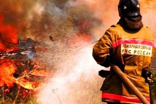 В Волжском ночью горела крыша администрации