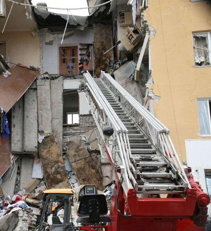 В Волгограде жильцы обрушившегося дома забирают самое необходимое