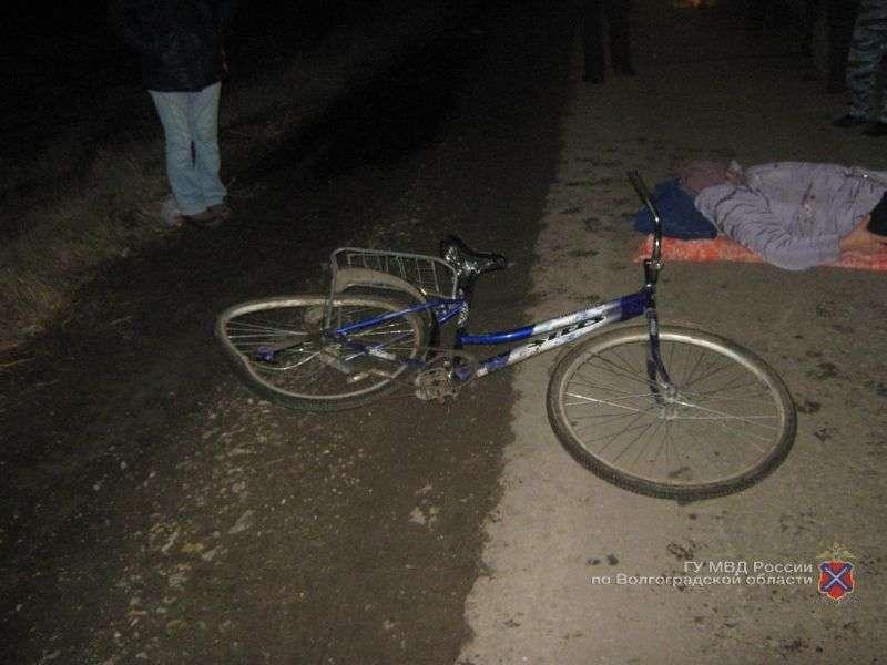 В Волгограде неизвестный автомобилист сбил пенсионерку на велосипеде и скрылся