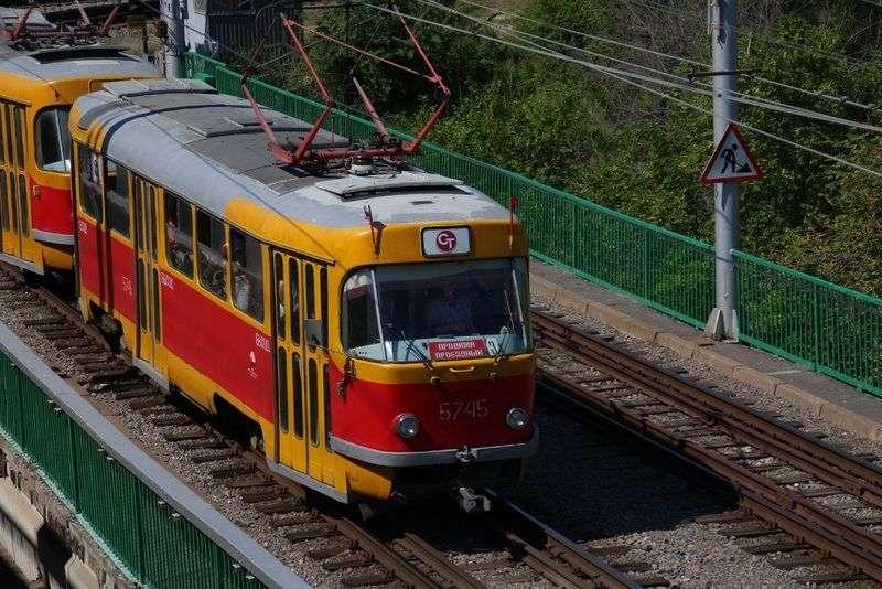 В Волгограде трамвай сошел с рельсов у Мамаева кургана